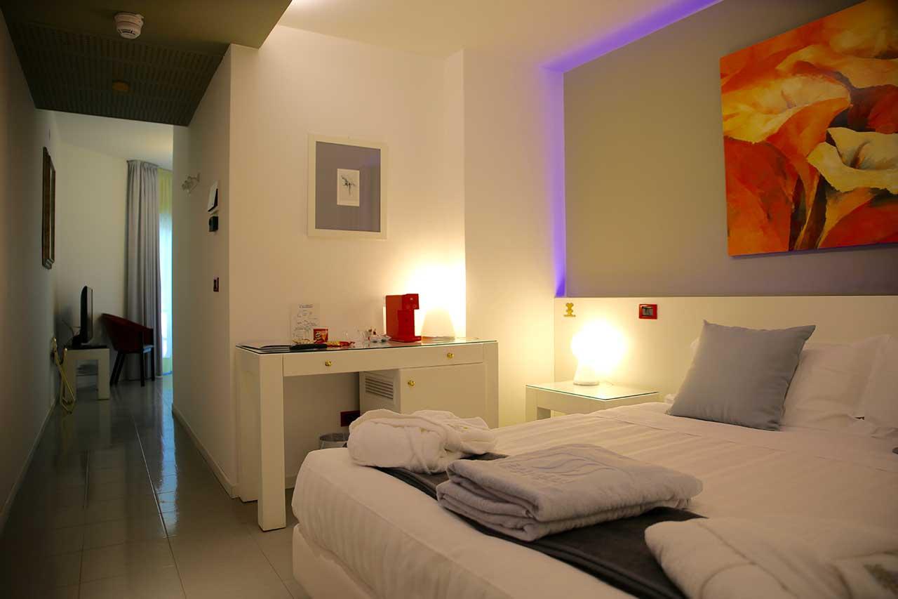 www.scontrinofelice.it offerta flash luglio 2020 hotel 4 stelle a lignano sabbiadoro ud juniorsuite1 Offerta flash Luglio 2020 Hotel 4 Stelle a Lignano Sabbiadoro (UD)